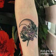New School小臂花卉月亮纹身图案