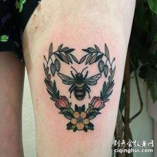 New School大腿花环蜜蜂纹身图案
