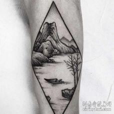 点刺小腿山纹身图案