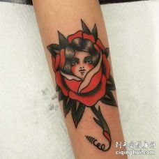 Old School小臂女人玫瑰纹身图案