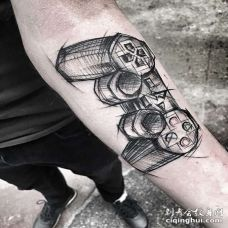 点线小臂游戏机纹身图案
