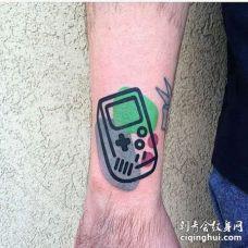 卡通小臂游戏机手柄纹身图案