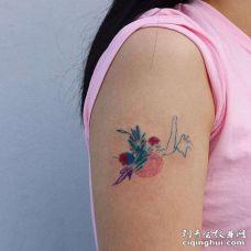 水彩大臂纹身图案