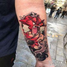 卡通大臂神奇宝贝暴鲤龙纹身图案