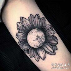 New School大臂花卉纹身图案