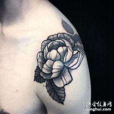 大臂玫瑰纹身图案