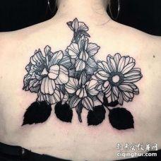 后背花卉纹身图案
