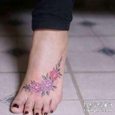 小清新脚背花卉纹身图案
