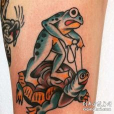 Old School大腿青蛙乌龟纹身图案