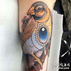 New School大臂鸟宝石纹身图案