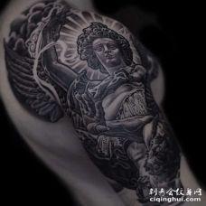 写实大臂天使纹身图案