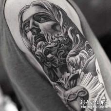 写实大臂雕像纹身图案