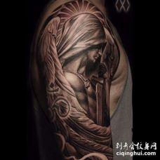 大臂天使纹身图案