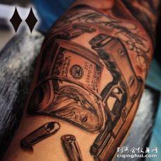 写实小臂钞票手枪纹身图案