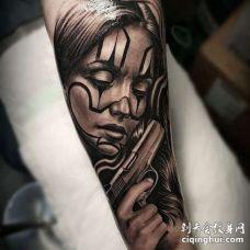 写实小臂女人手枪纹身图案