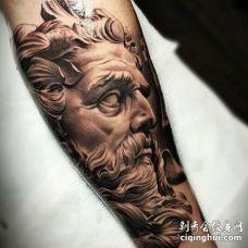 写实小臂雕像纹身图案