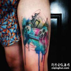 卡通大腿泼墨水彩游戏机手柄纹身图案