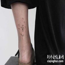 线条脚踝叶子纹身图案