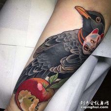 New School小臂乌鸦纹身图案