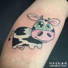 卡通小臂奶牛纹身图案