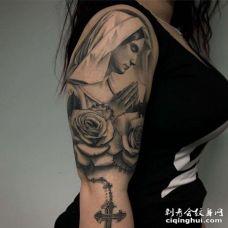写实大臂女人玫瑰纹身图案