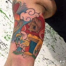 卡通大臂蓝精灵纹身图案