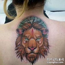 New School后背狮子纹身图案