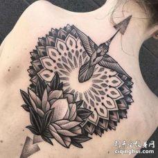 点刺后背繁花荷花纹身图案