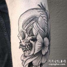 点刺小腿骷髅花卉纹身图案