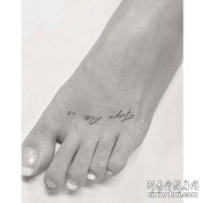 小清新脚背字母纹身图案