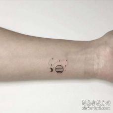小清新小臂星球纹身图案