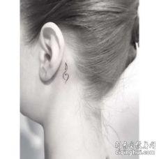 小清新耳后音符纹身图案