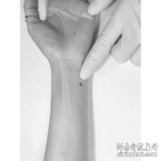 小清新手腕月亮纹身图案