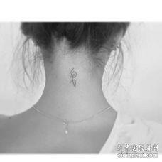 小清新后颈音符纹身图案