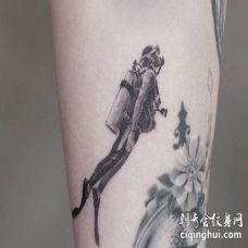 写实小腿潜水员纹身图案