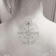 几何后颈指南针纹身图案