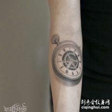 写实小臂钟表纹身图案