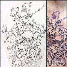 日式侧腰青蛙纹身图案