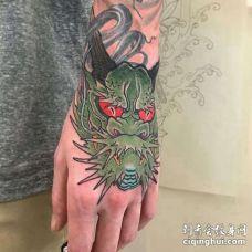 新传统手背龙纹身图案