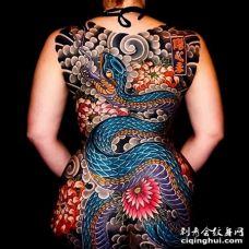 日式后背蛇纹身图案