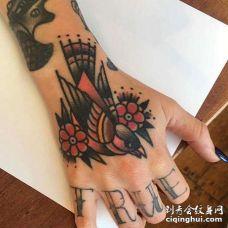 Old School手背麻雀纹身图案