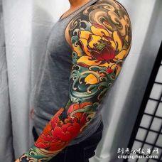 日式胳膊牡丹荷花纹身图案
