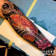 日式小腿鲤鱼荷花纹身图案