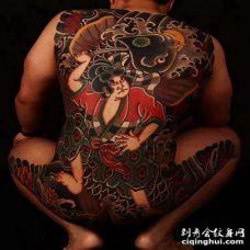 日式后背鲤鱼武士纹身图案