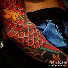日式胳膊鲤鱼纹身图案