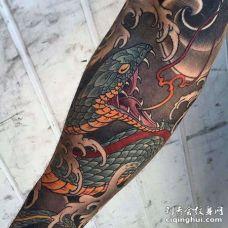 日式胳膊蛇纹身图案