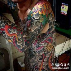 日式大臂龙纹身图案