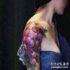 新传统大臂菊花纹身图案
