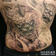 新传统侧腰唐狮纹身图案