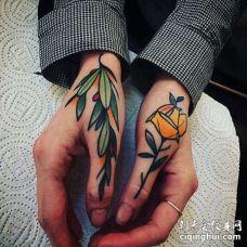 Old School手指玫瑰纹身图案